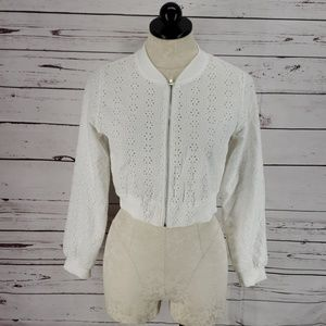 Knit Works White Cropped Zip Up Blouse